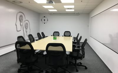 Komfortowa sala konferencyjna w budynku 200