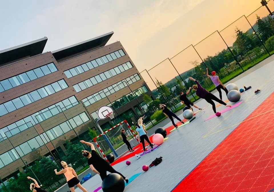 Outdoor fitness trainings in the recreation zone
